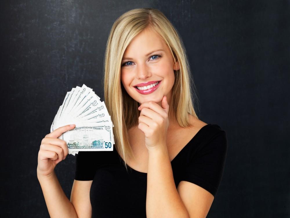 Работница с деньгами