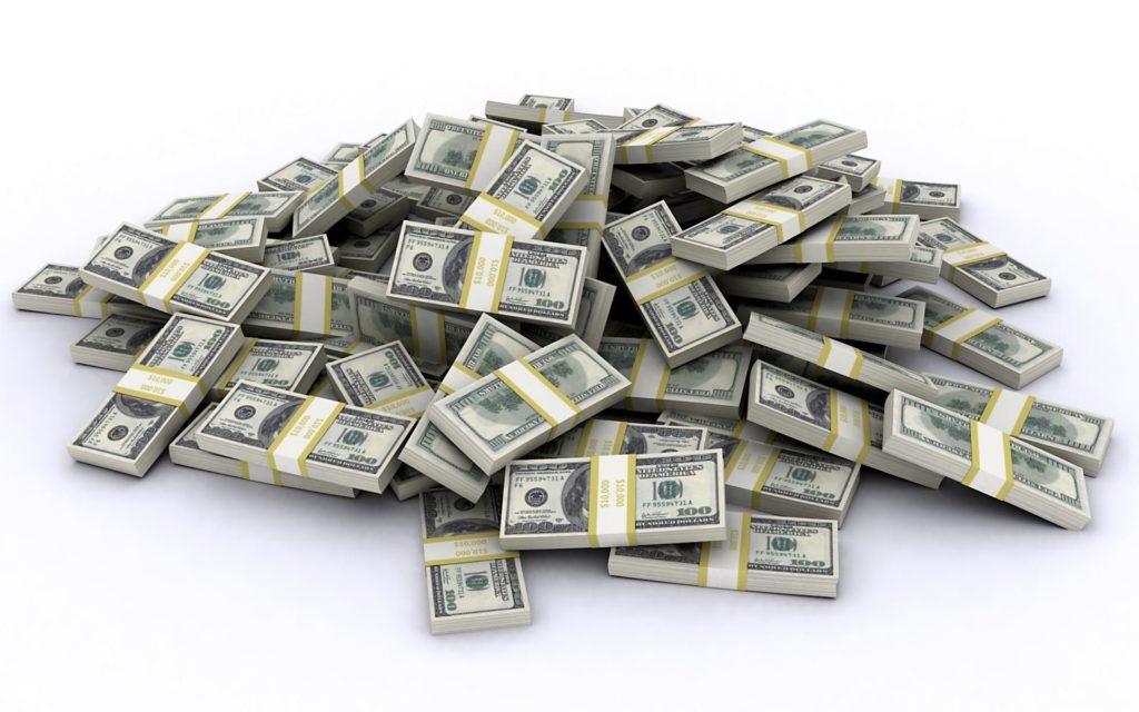 Пачки с долларовыми купюрами