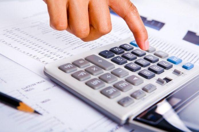 Калькулятор и палец