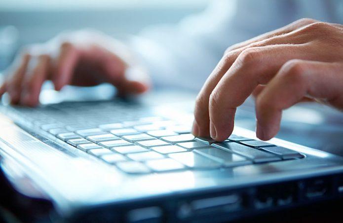 Руки на клавиатуре
