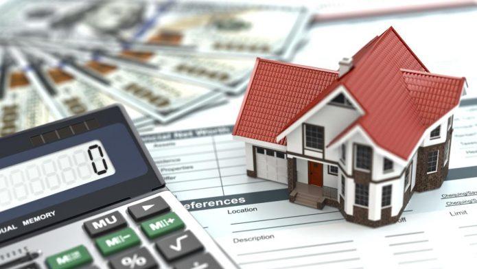 Дом и документы с калькулятором