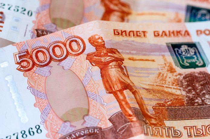 Купюры достоинством по пять тысяч рублей