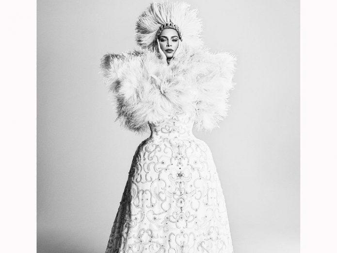 Ким в фотосессии для журнала «Vogue»