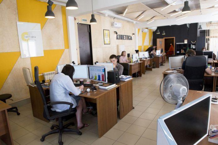 Работники офиса IT-компании