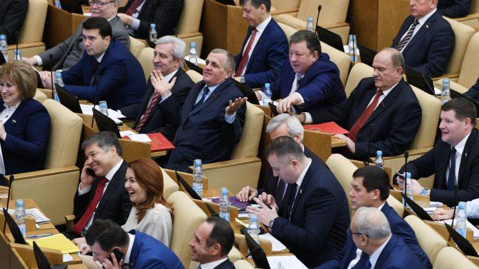 Депутаты на заседании