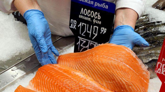 В РФ резко подорожал лосось