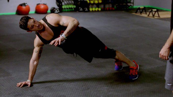 Фитнес-инструктор в телевизионном шоу